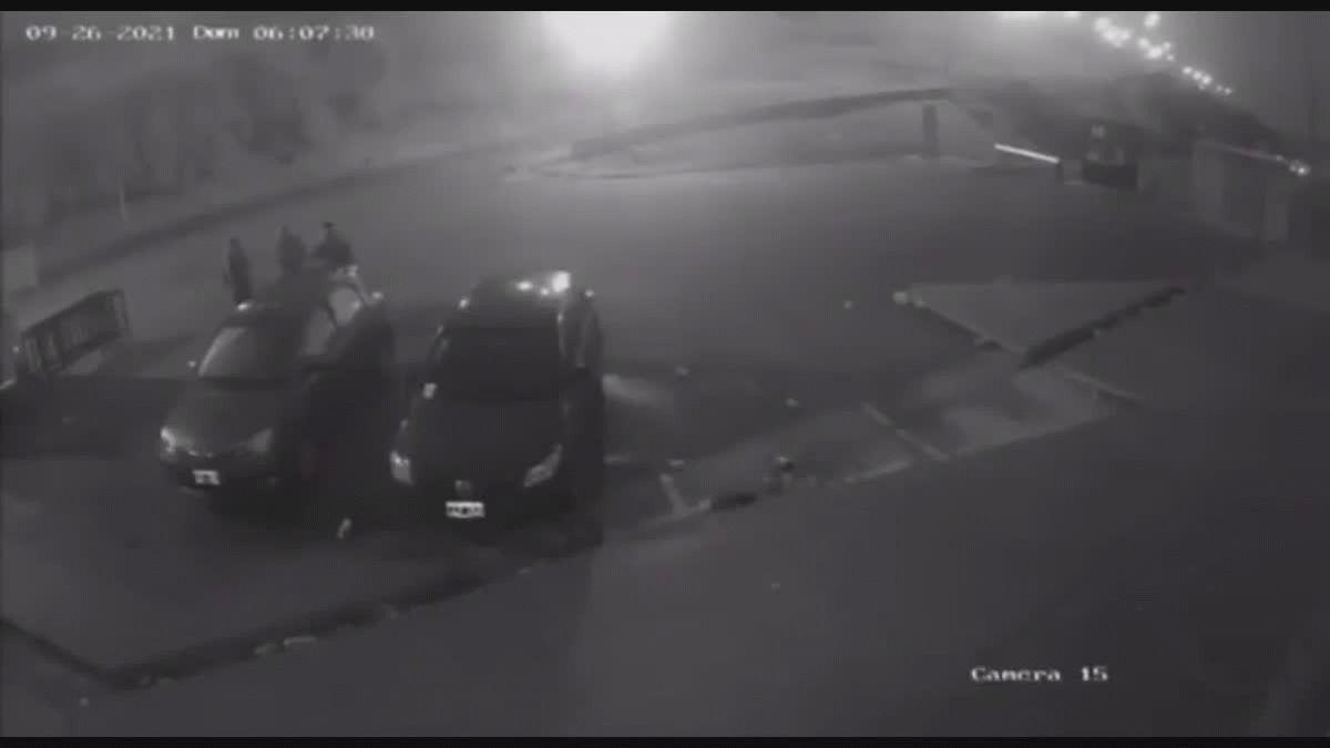 El momento en el que el Dj Lele Gatti recibe un disparo por parte de los motochorros