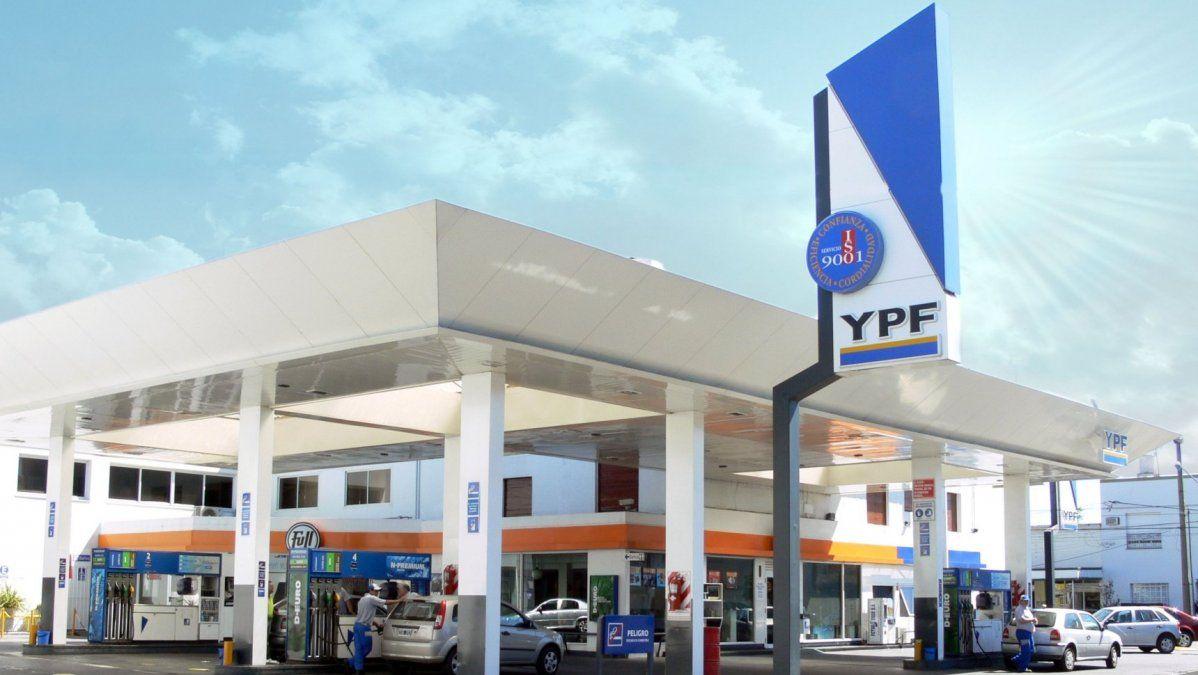Descongelan las naftas: YPF aumentó un 4,5 % en promedio sus combustibles en todo el país