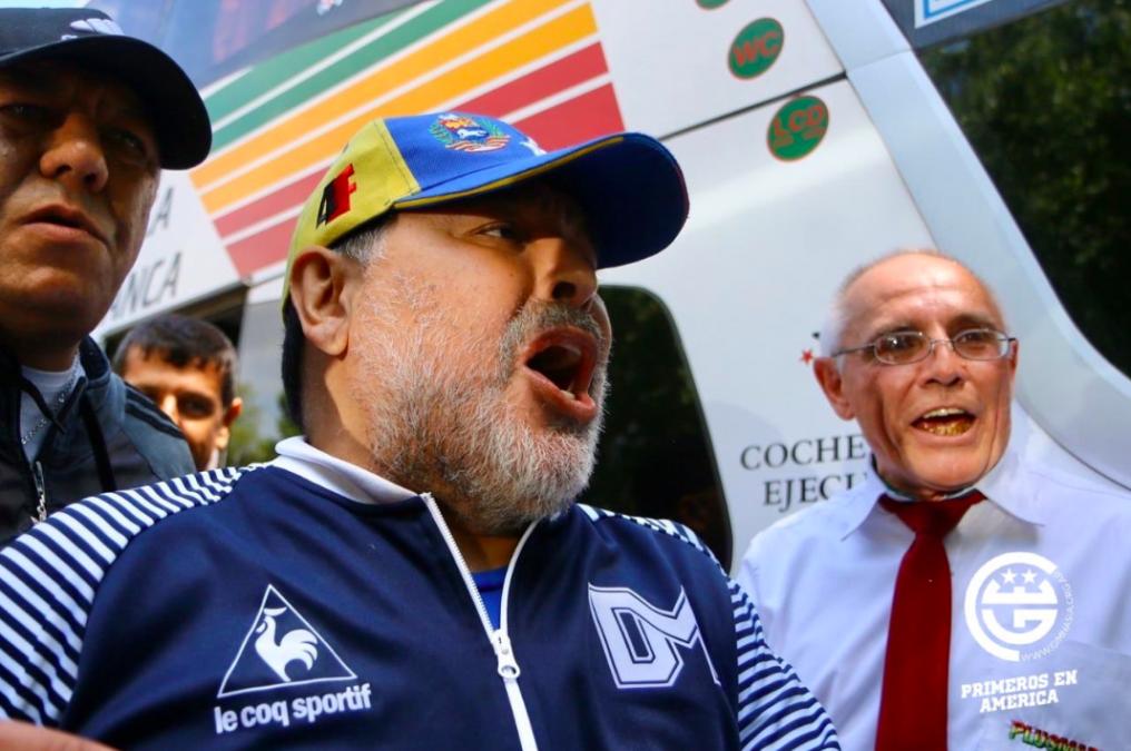 Hoy es el día del lobo: el grito de Maradona al llegar al Bosque para Gimnasia-Estudiantes