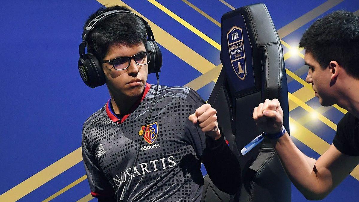 Nico es jugador de Basilea de Suiza