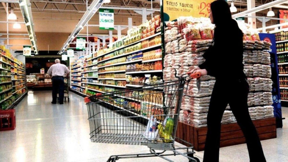 Inflación: el Gobierno congelará los precios de productos de primera necesidad (Foto: Telam).