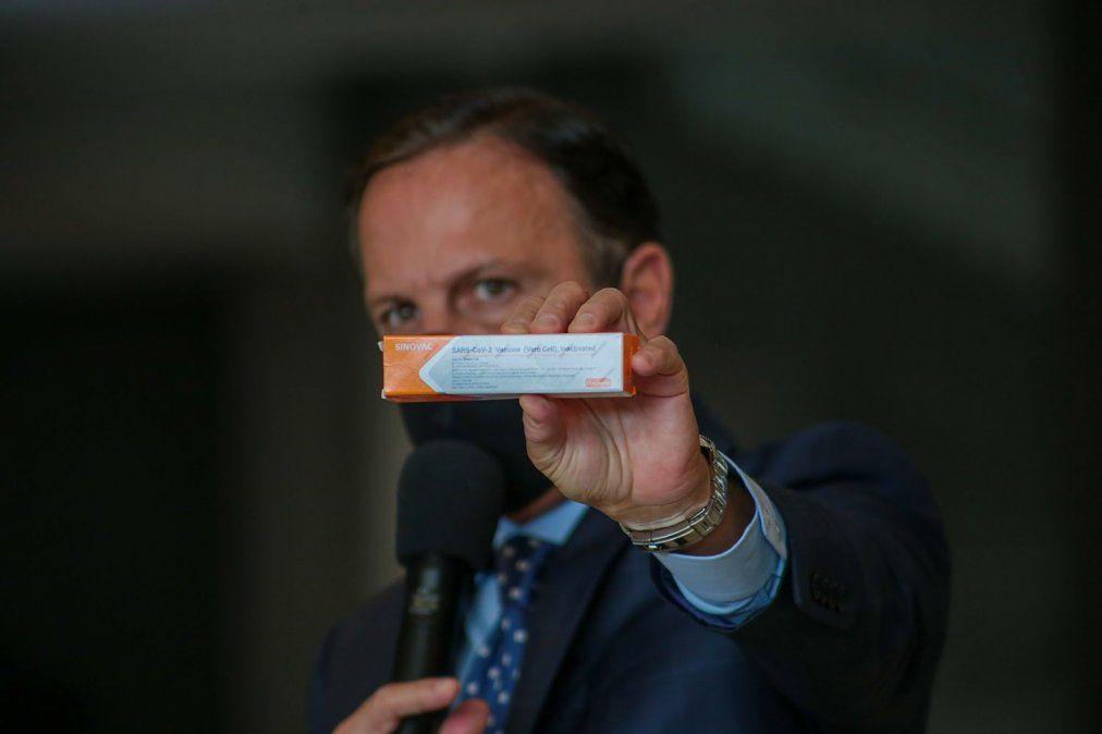 Brasil recibe el primer lote con 120 mil dosis de la vacuna china CoronaVac