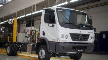 Mercedes-Benz con 2 nuevos Camiones argentinos