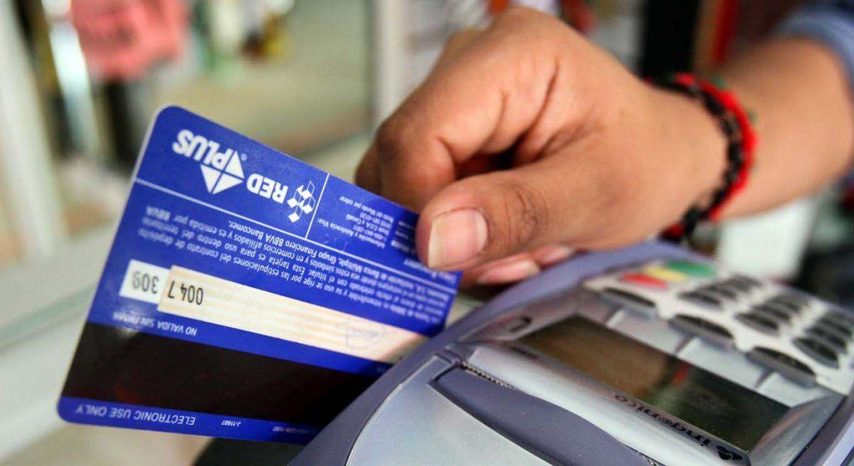 Tarjeta de débito: se extiende el reintegro del 15% a las compras de jubilados y beneficiarios de planes.