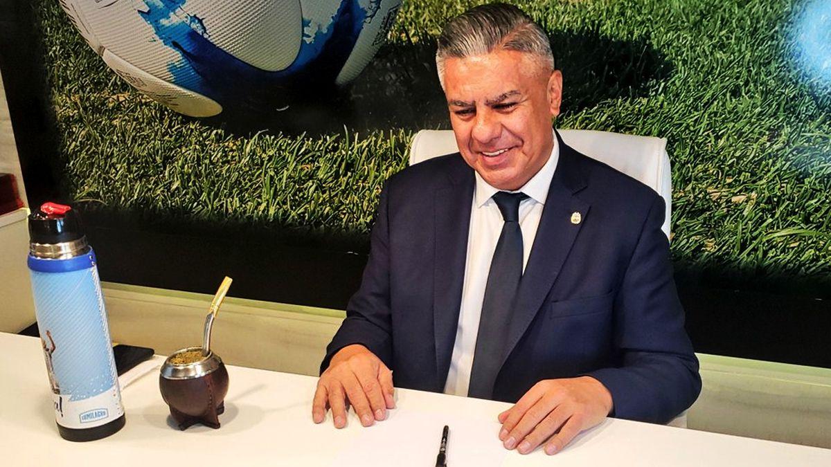 Claudio Chiqui Tapia será el nexo entre CONMEBOL y la UEFA.