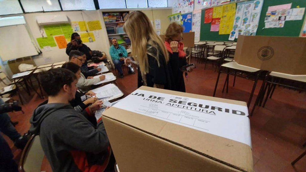 La entrega de boletas electorales y la apertura de locales o comités partidarios