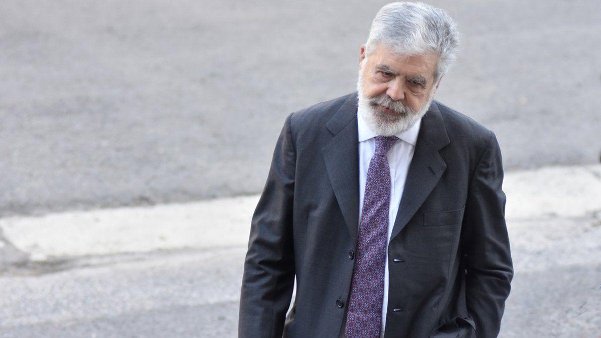 Denunciaron que De Vido retiró tres cajas fuertes de su departamento antes de un allanamiento