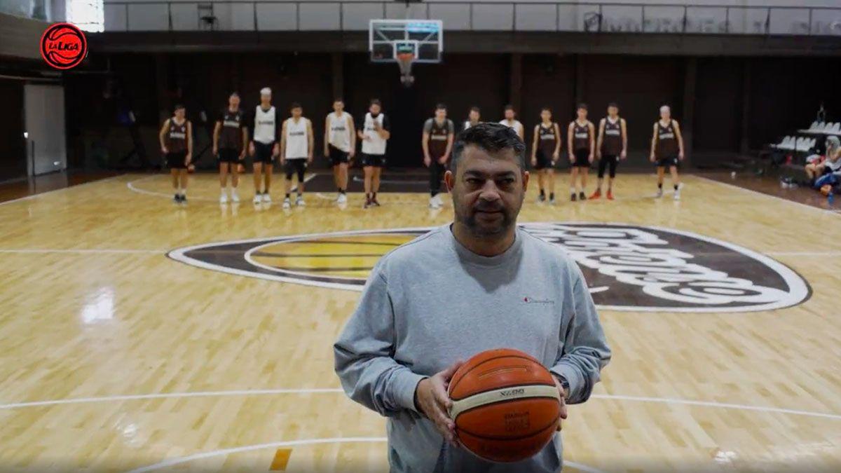 Los jugadores de básquet de Platense reeditaron El juego del Calamar.
