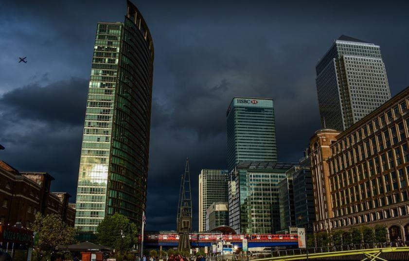 Evacúan oficinas de la sede principal del HSBC en Londres tras detectarse un caso de coronavirus