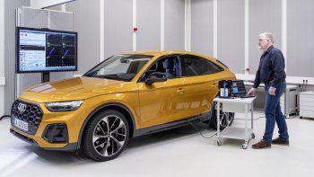 """Audi aborda la reducción del ruido de forma integral. Expertos de diversas áreas, desde el desarrollo de vehículos completos y chasis hasta los especialistas en control de calidad, trabajan juntos con este fin en lo que llamamos el equipo """"Rustle and Rumble"""" (cuya traducción literal del inglés sería 'Crujidos y Traqueteos'). Los especialistas en esta área prueban y evalúan cada nuevo modelo de Audi en la carretera y en la pista de vibración, pero también en los aparatos de hidropulsión."""