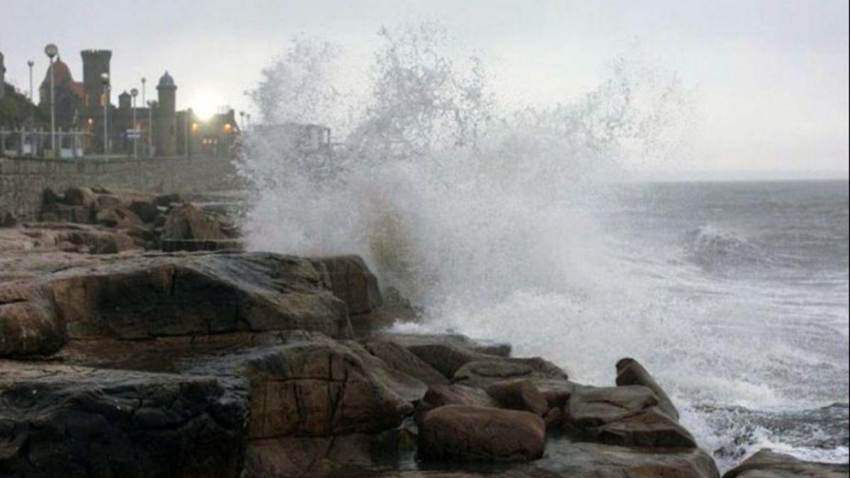 La costa atlántica es una de las áreas alcanzadas por el alerta naranja del Servicio Meteorológico. Foto: Archivo.