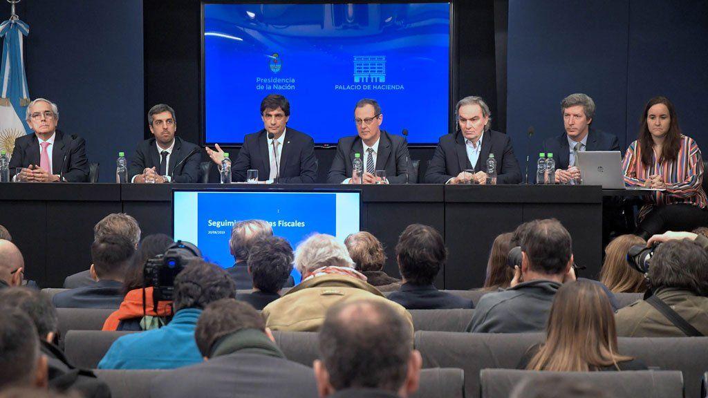 Lacunza y Frigerio reciben a gobernadores y empresarios del petróleo para intentar desactivar el conflicto por el congelamiento de la nafta
