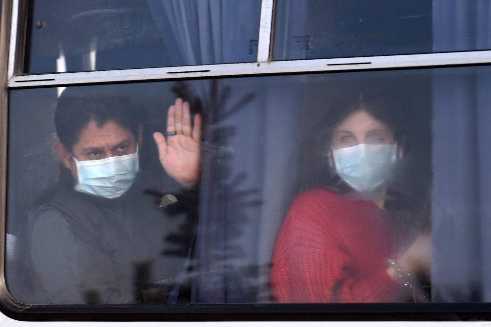 Coronavirus: en medio de protestas por temor a contagios, llegaron Ucrania los argentinos evacuados de Japón