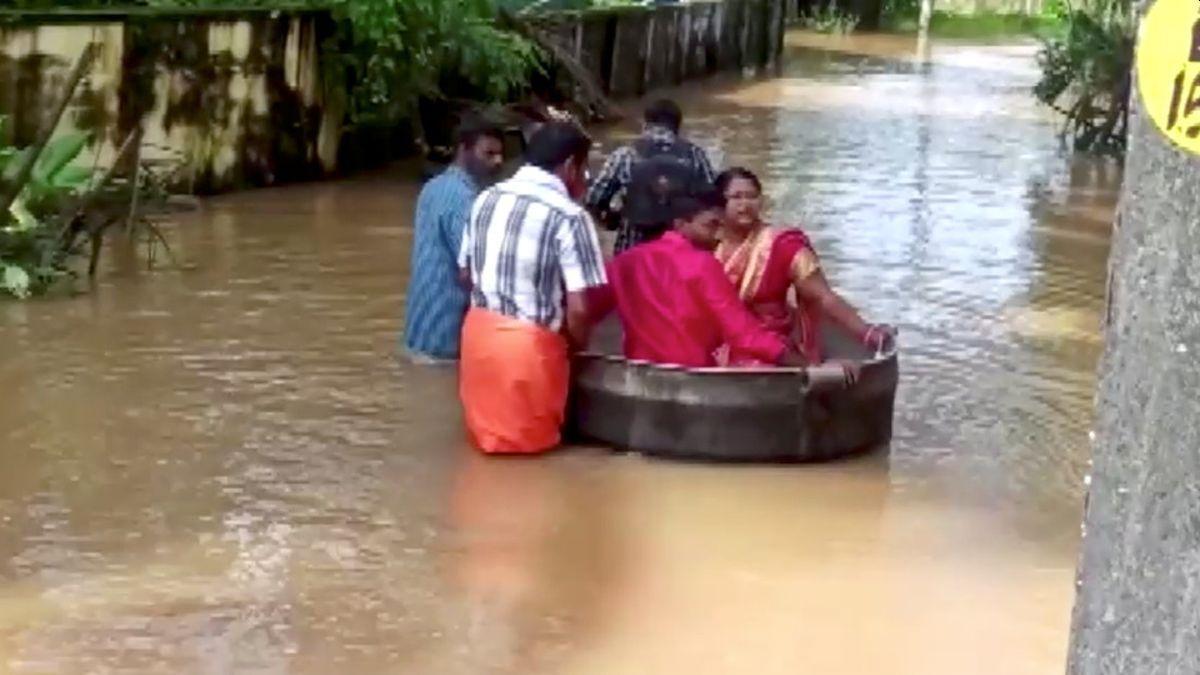 Los deslizamientos de tierra y las inundaciones provocados por las fuertes lluvias ya dejaron numerosas víctimas mortales en el país y este martes su número aumentó a 41, según medios locales.