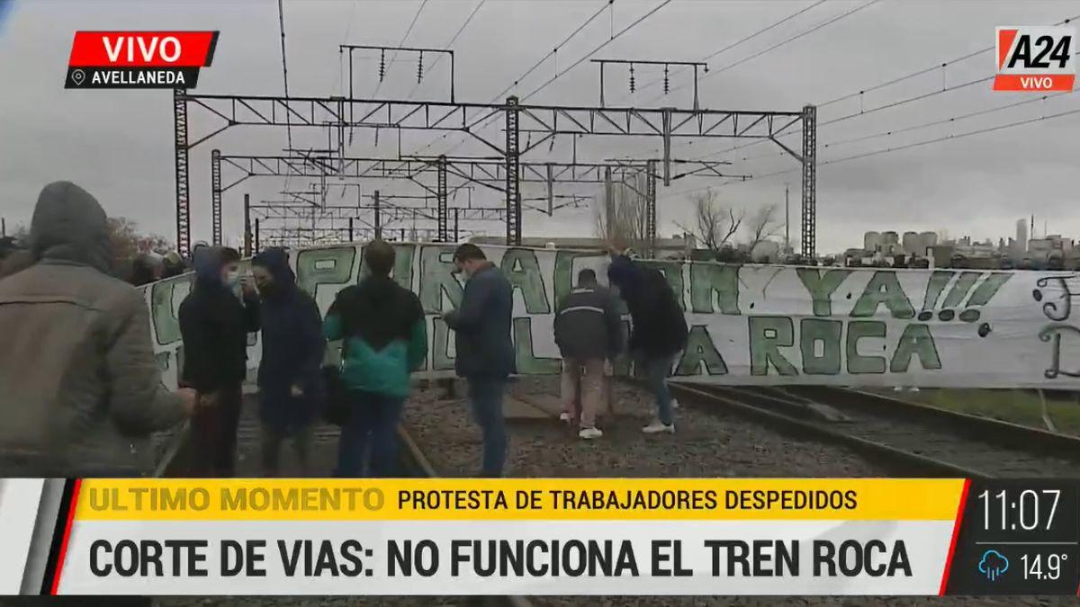 Tren Roca: la policía amenazó con desalojarlos y los manifestantes levantaron el corte