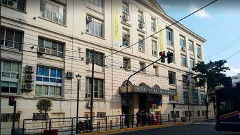 Hospital Gutiérrez: 25 trabajadores vacunados contrajeron Covid-19