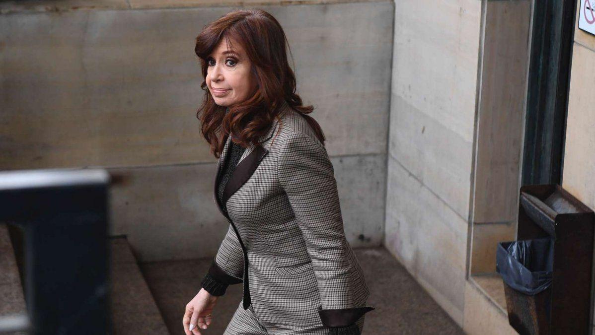 Cristina Kirchner: Si bien de acuerdo a la normativa vigente tengo el legítimo derecho a percibir mis haberes como Vicepresidenta de la Nación