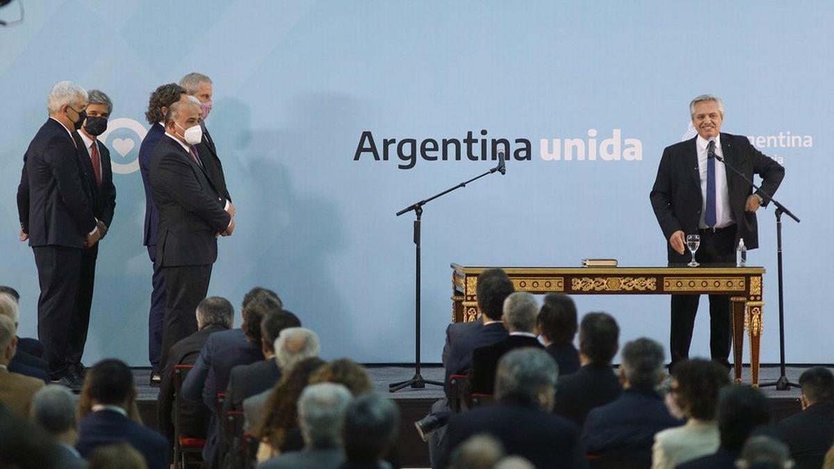 Alberto Fernández les tomó juramento a los nuevos ministros