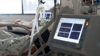 """Terapia intensiva al límite: """"La rotación en Rosario se da principalmente por los fallecimientos"""", sostuvo el director de tercer nivel de salud del Ministerio Salud de Santa Fe (Foto: Telam)."""