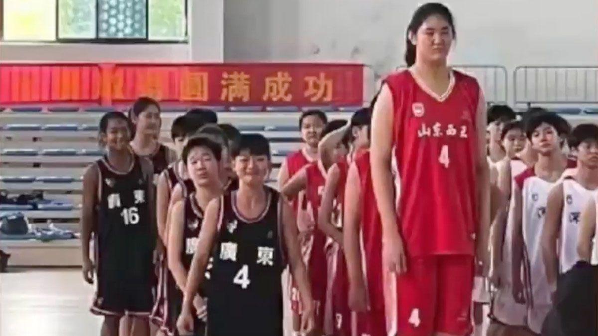 Zhang Ziyu tiene 14 años y mide 2