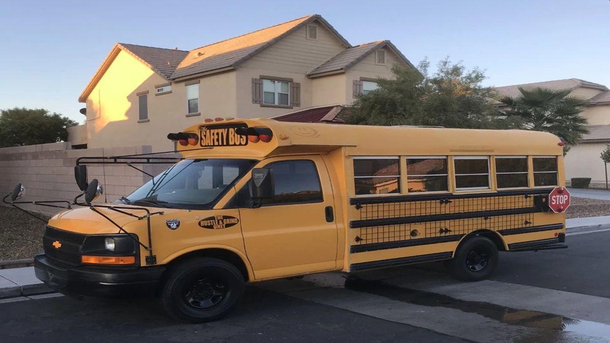 Me encanta el autobús ahora y me encanta usarlo. La gente siempre pregunta sobre él y quiere tomar fotografías. No pueden creer que todos quepamos en él