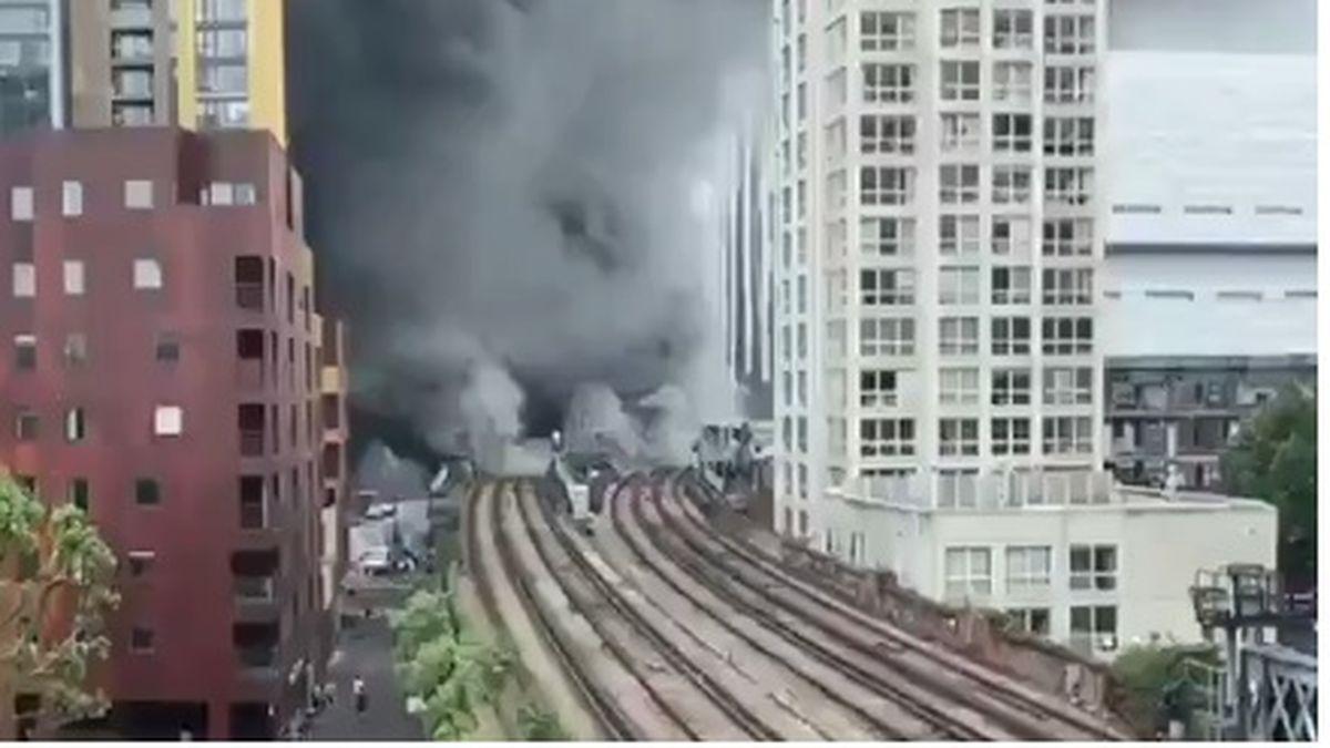 explosión sobre una línea del subte en Londres que conecta con los suburbios (Foto: captura de pantalla).