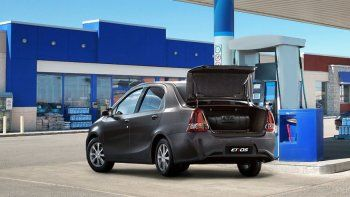 Toyota lanzó un sistema de GNC para el Etios Sedán