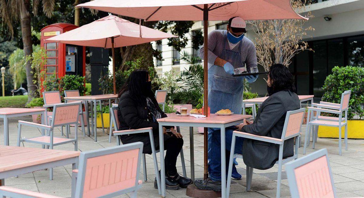 El Gobierno porteño extendió una hora el cierre de los locales gastronómicos