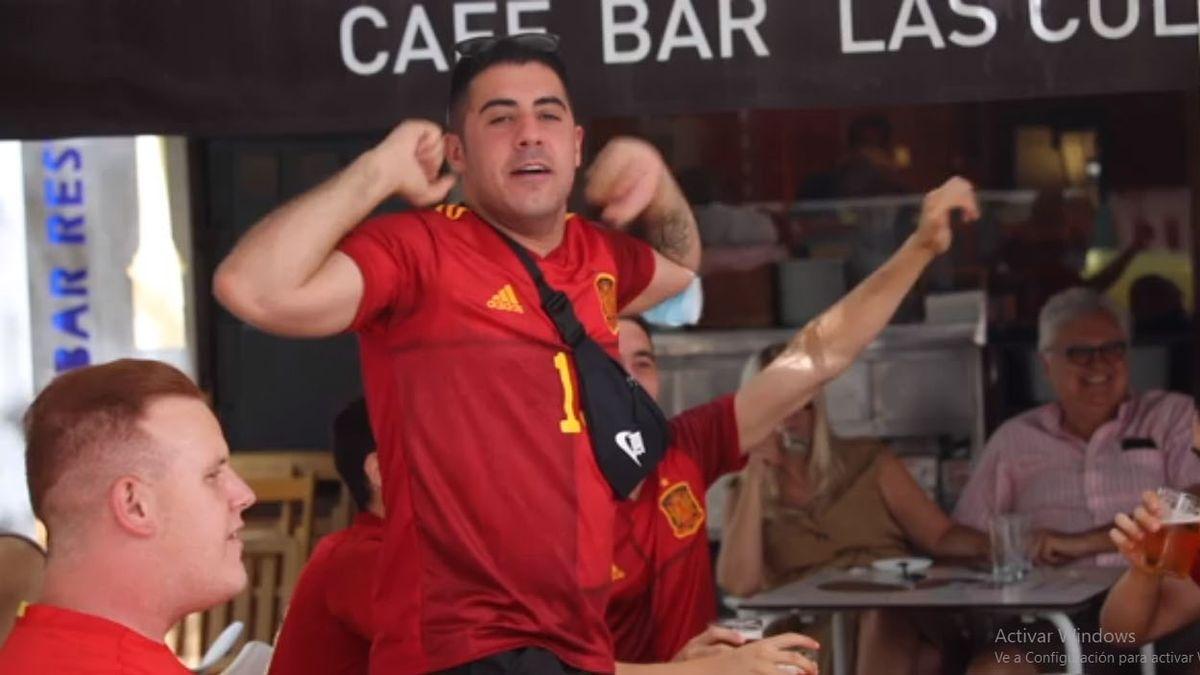 Españoles festejan en la Eurocopa. Desde el 26 de junio no será obligatorio el uso de barbijos al aire libre (Foto: AP).