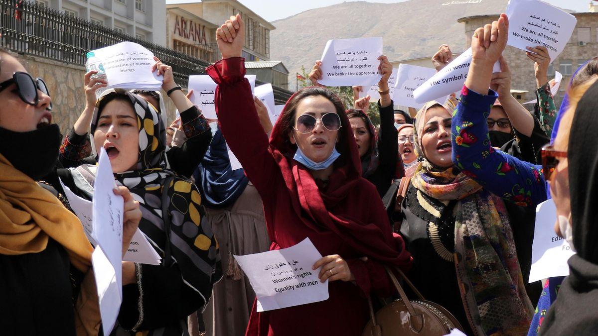 Mujeres afganas reclaman formar parte del nuevo gobierno (Foto: AP)