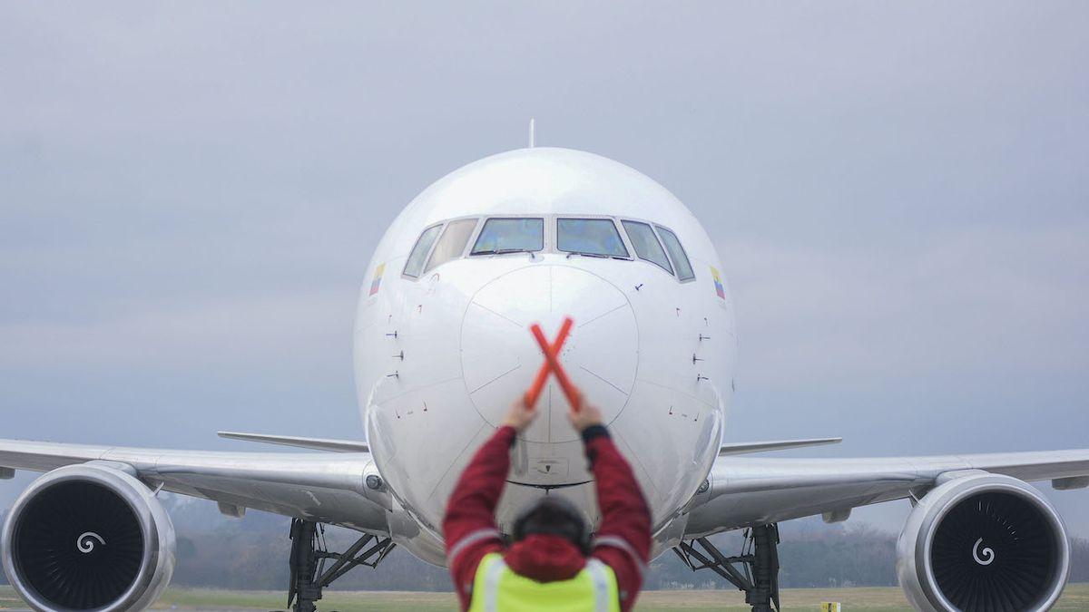 Un avión de Latam arribó este lunes a la Argentina con 1.139.000 dosis de la vacuna de AstraZeneca (Foto: Télam).