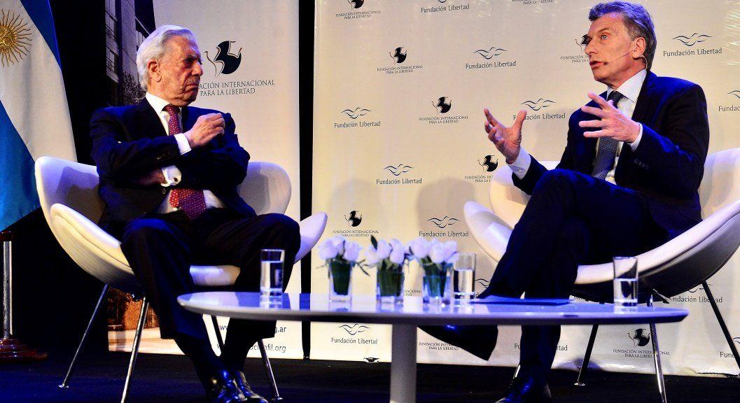 """Macri habló en la Fundación Libertad con Vargas Llosa y ratificó su modelo: """"Acá no hay Riquelme que te salve"""
