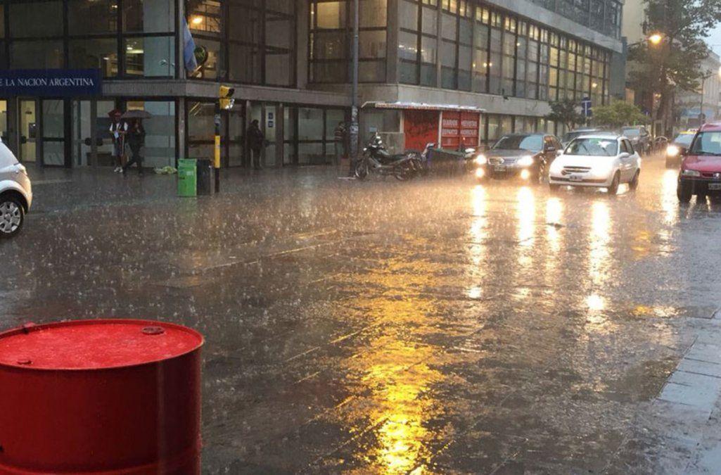 Siguen las tormentas y los vientos intensos en distintas zonas del país: cuándo mejora el clima