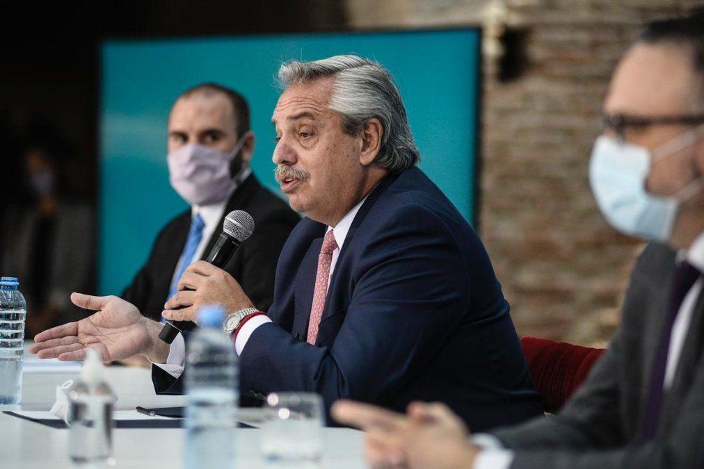 Alberto Fernández junto al ministro de Economía Martín Guzmán y el de Desarrollo Productivo Matías Kulfas. Ganancias