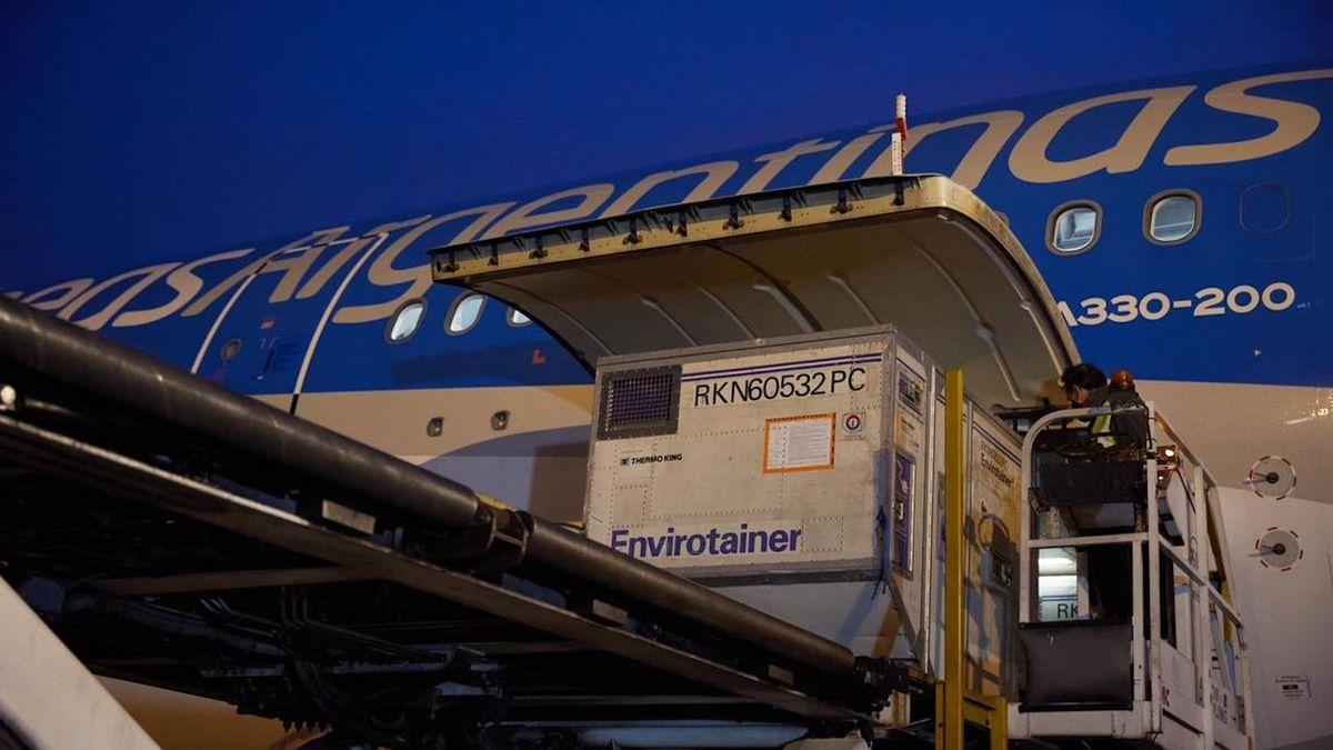 El de este jueves será el décimo y último vuelo que traerá vacunas desde China (Foto: Télam).