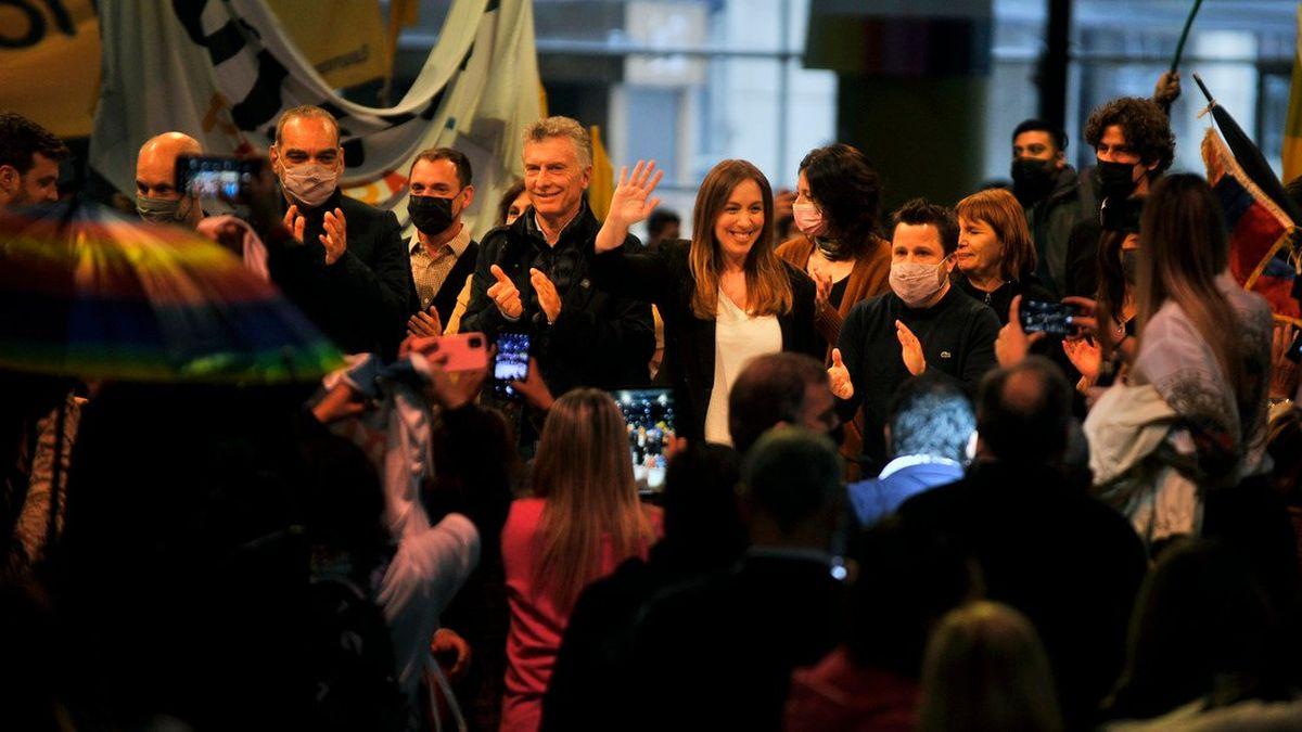 Juntos por el Cambio: los precandidatos Diego Santilli y María Eugenia Vidal, el ex presidente Mauricio Macri, el jefe de Gobierno Horacio Rodríguez Larreta y la presidenta del PRO Patricia Bullrich votaban este domingo en el marco de las elecciones PASO 2021  (Foto: Telam).