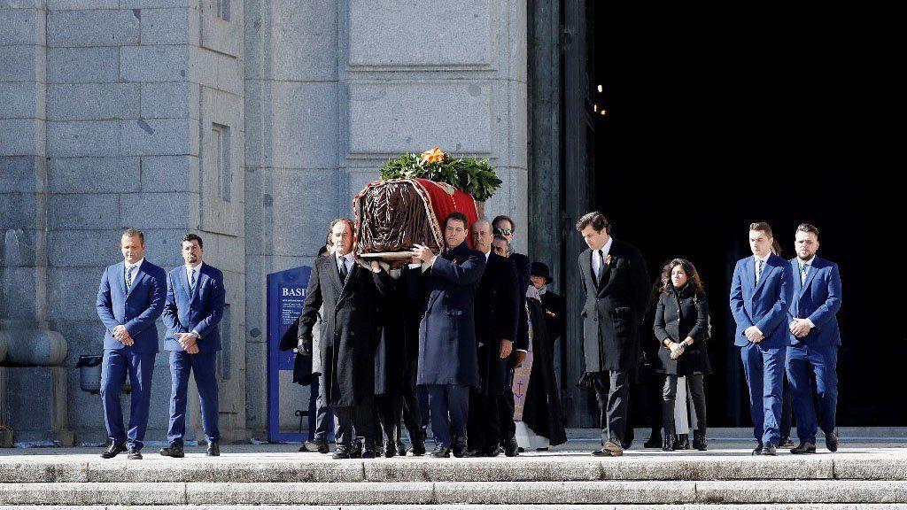 España: retiran los restos del dictador Franco del Valle de los caídos