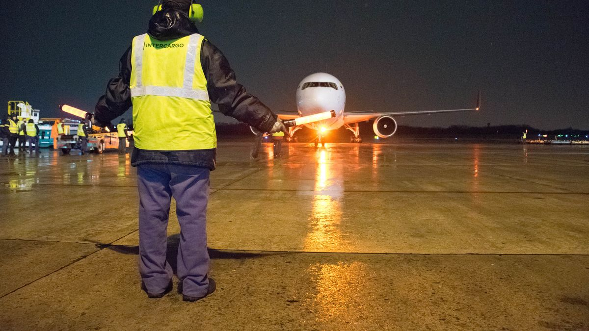 Llegó al país otro avión con más de 760 mil dosis de vacunas Sinopharm (Foto: Telam).