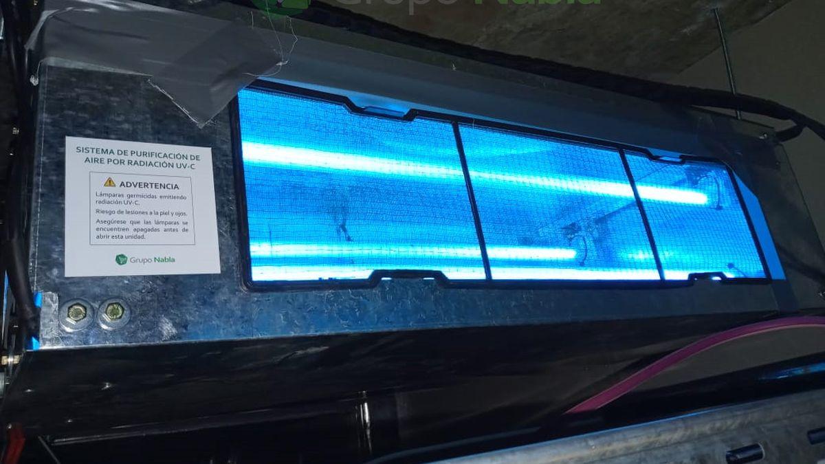 El sistema de purificación de aire ultravioleta (UVC) logra una inactivación del 99% del virus en interiores.