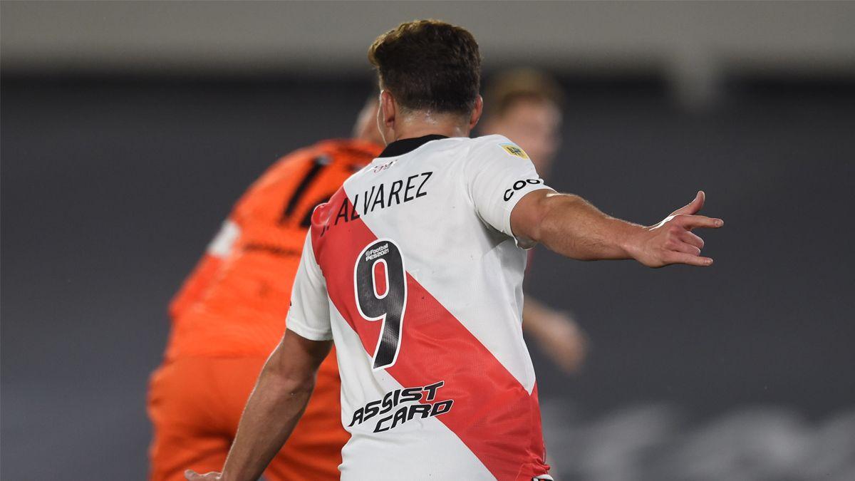 Julián Álvarez, la gran figura de River, otra vez.