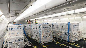 Coronavirus: llegó otro avión con 370.000 dosis del componente 1 de la Sputnik V