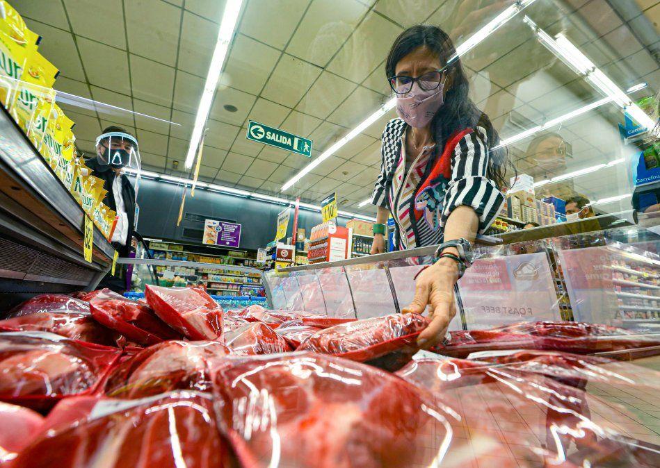 Paula Español encendió el temor de los productores al afirmar que al Gobierno no le temblaría el pulso para cerrar las exportaciones de carne.
