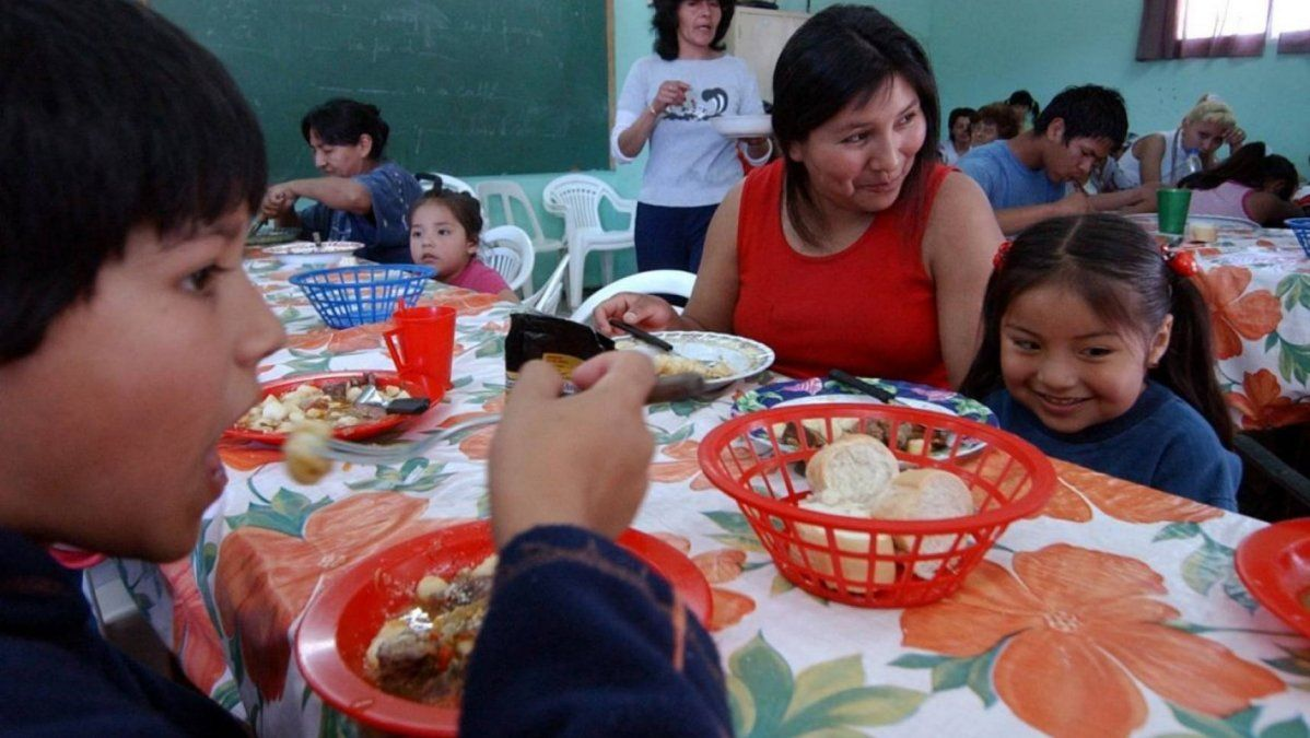 Una familia de dos adultos y dos menores necesitó $57.997 en febreropara no ser considerado pobre