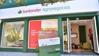 Santander inaugura su primera Oficina Comercial de Agronegocios
