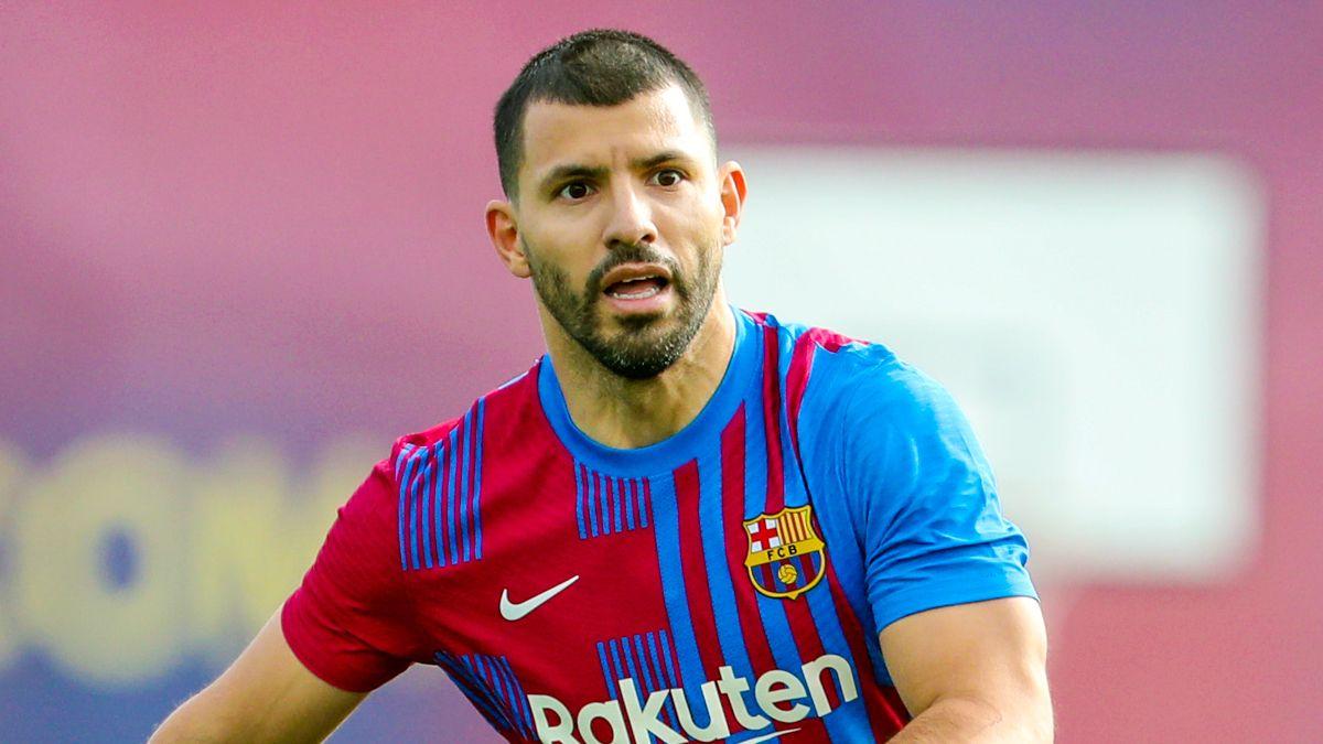 El Kun Agüero pudo marcar en el Barça.