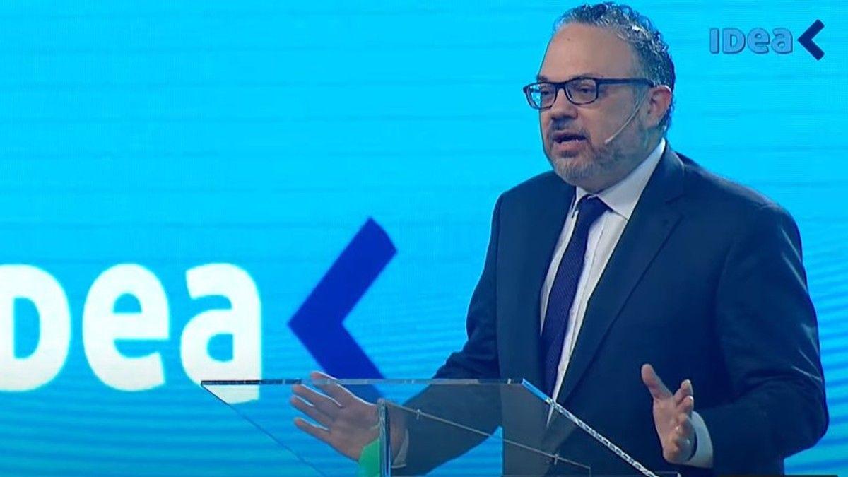 Coloquio IDEA: el ministro Kulfas presentó su mirada optimista para esta década frente a los empresarios.
