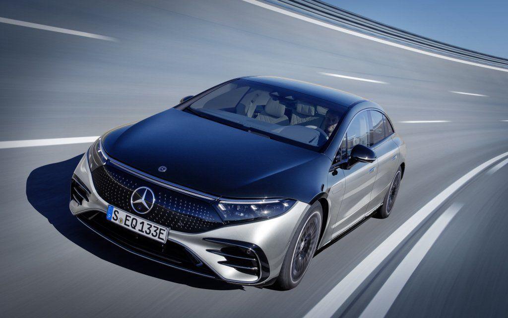 El nuevo Mercedes-Benz EQS satisface plenamente las expectativas a una berlina moderna en el segmento de la Clase S con una autonomía de hasta 770 kilómetros (según el ciclo WLTP) y una potencia de hasta 385 kW. Más adelante está previsto introducir una versión de altas prestaciones