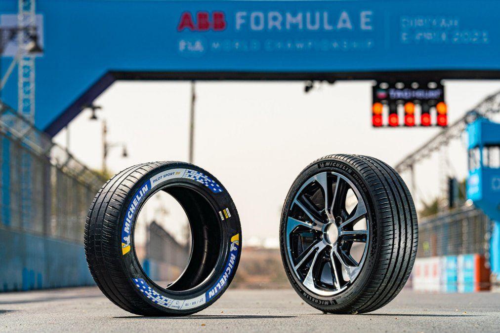 Michelin asegura que gracias a su reducida resistencia a la rodadura permite aumentar la autonomía de las baterías en hasta 60 km. El nuevo Michelin Pilot Sport EV se lanzará al mercado europeo en estos días con una gama de 16 dimensiones