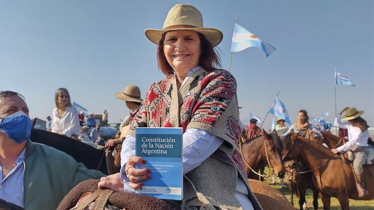 Patricia Bullrich fue a San Nicolás e ingresó a caballo; nos molestó