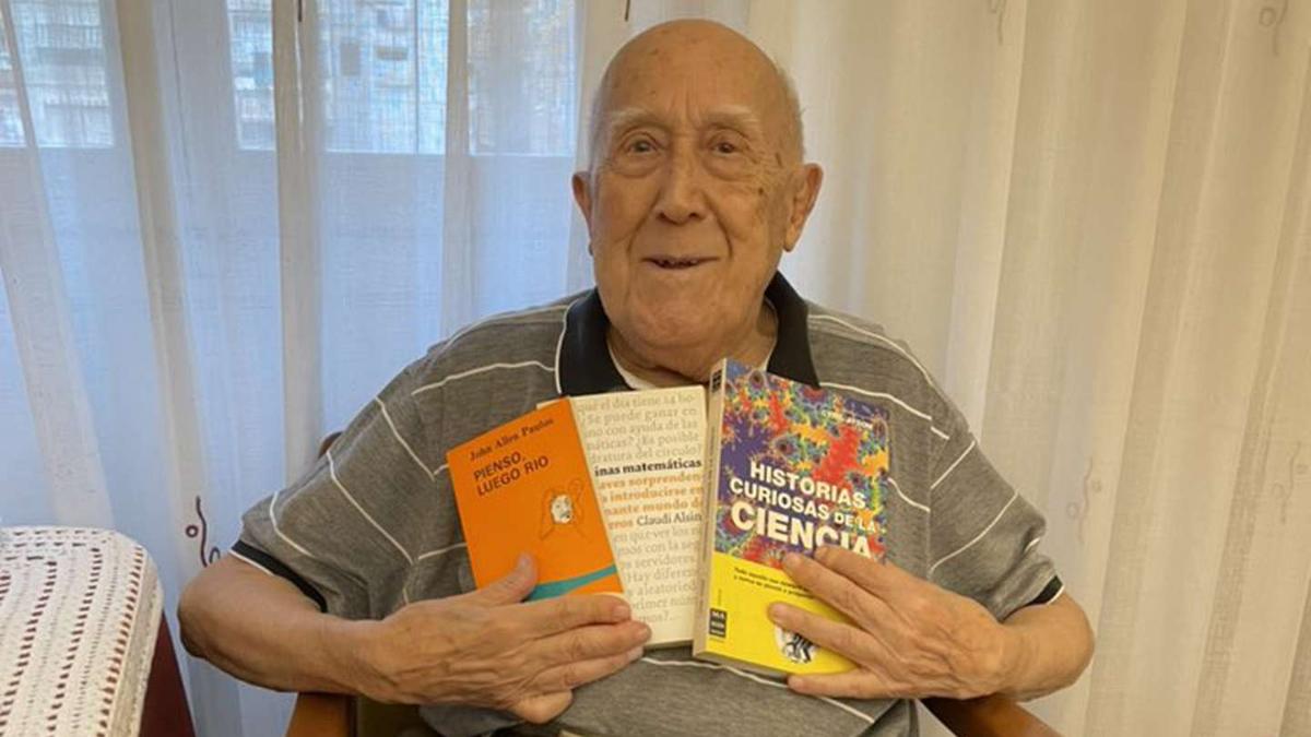 En cada cumpleaños Cris SImó le pedía un libro a su abuelo